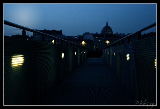 http://la-rose-noir.chez.aliceadsl.fr/BlogPhotoLoireAtlantique/nantes_eglise_notre_dame_de_bon_port_de_nuit_night_ville_nantes_de_nuit_mrtimmy_photographie_passerelle.jpg